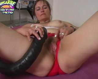 Hot mature slut getting off on a huge dildo