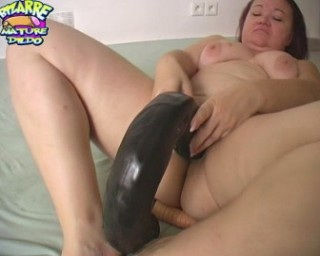 Horny mature slut trying out some dildos and having fun